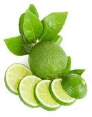 Limão inteiro e em fatias — Fotografia Stock