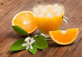 Fresh orange juice just squeezed with ice. — Stock Photo