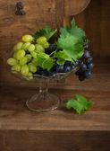 Grapes in glass vase   — Stockfoto