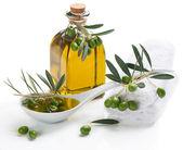 Spa usytuowany z oliwy z oliwek gałązka — Zdjęcie stockowe