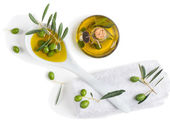 Spa with olive fruits and olive oil — Stock Photo