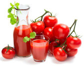 Fresh tomatoes and fresh tomato juice — Stock Photo