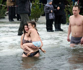People bathe in the river in winter . Christian religious festival Epiphany — Stockfoto