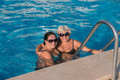 Women at the Edge of a Swimming Pool — Stock Photo