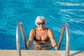 Woman at the Edge of a Swimming Pool — Stock Photo