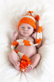 Newborn in bear hat — Foto Stock