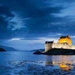 Eilean Donan Castle at twilight, Scotland — Stock Photo #15423687