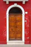 Kleurrijke deuren van burano island, Venetië, Italië — Stockfoto