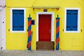 Casa colorida em burano ilha, veneza, itália — Fotografia Stock
