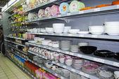 Crockery on shelves in market — Stock Photo