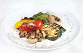 Grilled vegetables (zucchini, eggplant, onions, peppers, asparag — Stock Photo