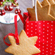 Gingerbread cookie in the shape of stars in red Christmas packag — Stock Photo