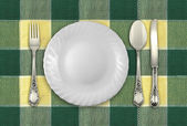 Table top view with empty plate, fork, spoon and knife — Stock Photo