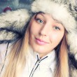 Beautiful young girl in winter clothes — Stockfoto