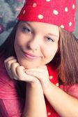 красивая молодая девушка в зимней одежде — Стоковое фото