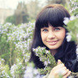 Beautiful smiling girl in the garden — 图库照片