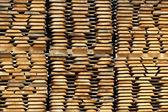 Здание деревянной доски готова к использованию на складе — Стоковое фото