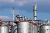 Steel tanks and pipe in oil refinery — Stock Photo