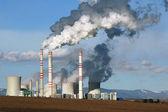 Visa av rökning kolkraftverk — Stockfoto
