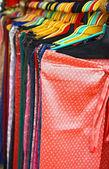 Calças coloridas na linha do gancho na loja — Fotografia Stock