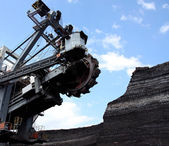 Coal mining with big excavator in action — Stock Photo