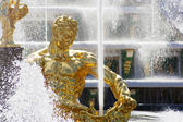 Statue of Samson in Peterhof — Stock Photo