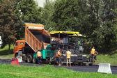 Travailleurs de réparer la route — Photo
