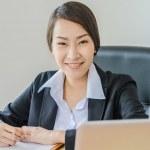 бизнес женщин улыбка — Стоковое фото