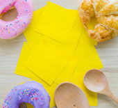 Donut with paper note — Stock Photo