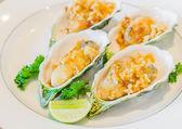 牡蛎炒大蒜 — 图库照片