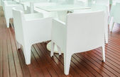 Bílý stůl v restauraci — Stock fotografie
