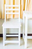 Cadeira e mesa de madeira branca — Fotografia Stock