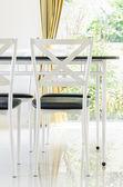 Tafel en stoelen — Stockfoto