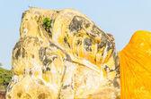 Buddha sleep statue in wat lokayasutharam temple in at ayutthaya — Stock Photo