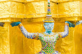 Giant statue in emerald temple bangkok thailand — Stock Photo