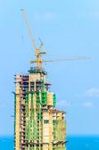 Edificio de la grúa de construcción — Foto de Stock