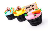 Easter cupcakes isolated white background — Zdjęcie stockowe