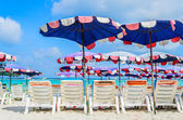 Sunbeds tropical beach in pattaya city — Stock Photo