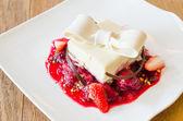 Erdbeer-dessert — Stockfoto