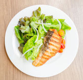 Grill salmon salad — Stock Photo