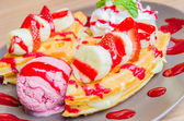 Strawberry banana pancake — Stock Photo
