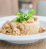 Pirinç üzerinde tavuk — Stok fotoğraf