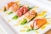 Cibo giapponese sashimi avocado — Foto Stock