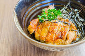 照り焼きチキンご飯の上 — ストック写真