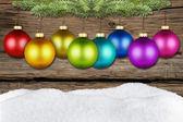 Weihnachtskugel und fichte rustikal — Stockfoto