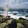 Cross near the ocean — Stock Photo