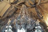 セドレツ納骨堂の頭蓋骨と骨の作られたシャンデリア — ストック写真