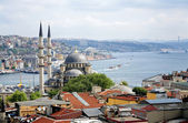 View of Yeni Mosque and Bosphorus, Istanbul — Stock Photo