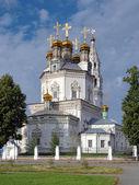 A catedral da trindade, em verkhoturye, rússia — Fotografia Stock