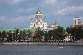 The Church on Blood and city pond of Yekaterinburg — Stok fotoğraf